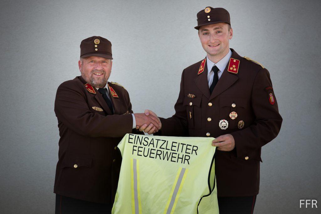 Wolfsteiner Rudolf übergibt sein Amt Kommandant als an Wolf Martin.