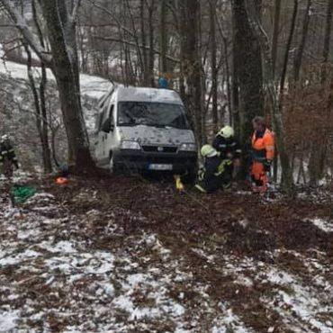 Fahrzeugbergung aus Wald durchgeführt