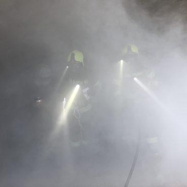 Feuerwehr  Rottenegg übt Fahrzeugbrand in Tiefgarage