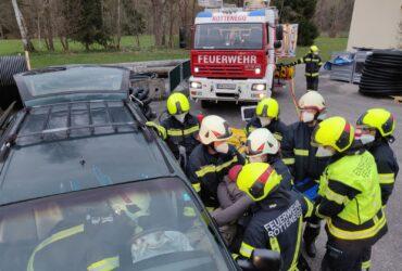 Übung mit hydraulischem Rettungsgerät